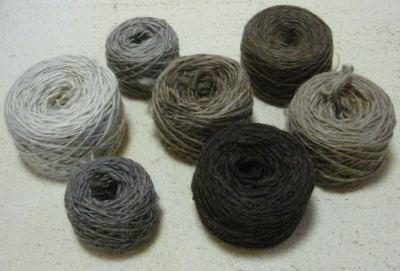 ナチュラルカラーの手つむぎ糸